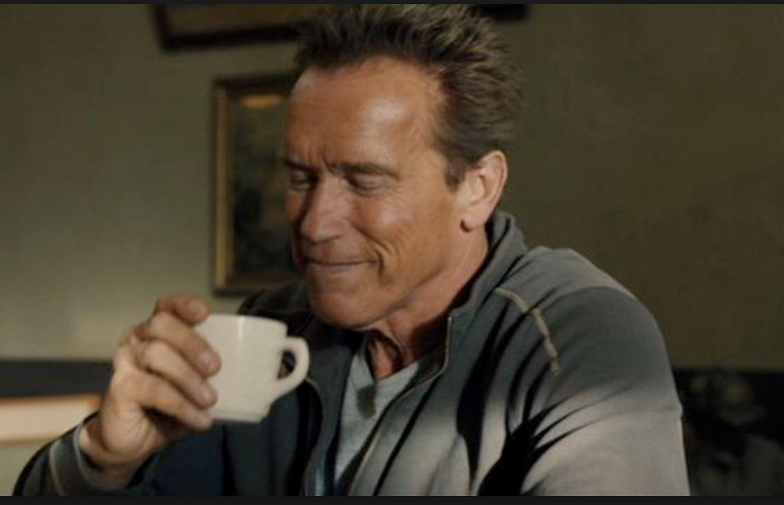 Arnold schwarzenegger kaffe innan träning koffein
