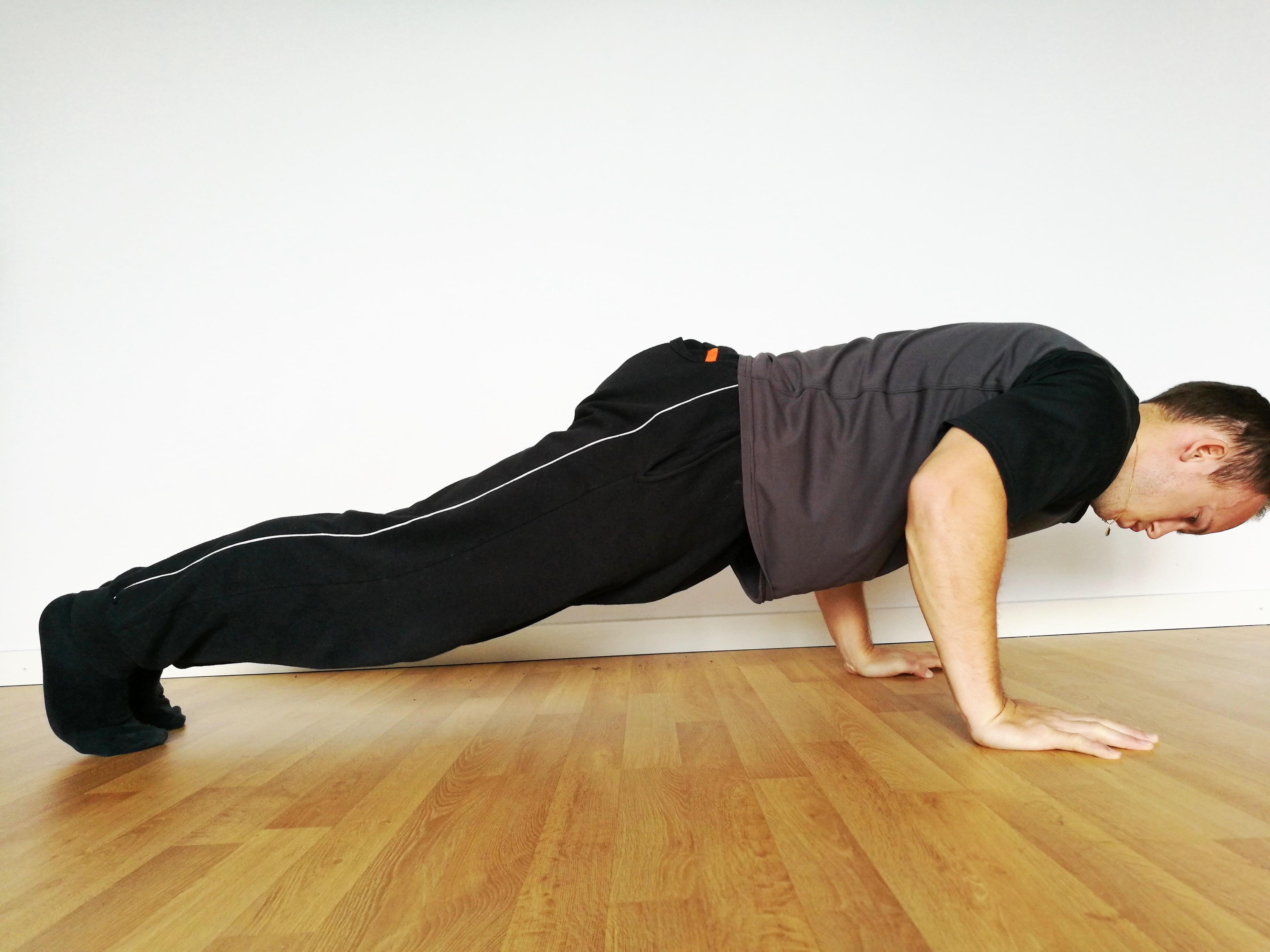Armhävningar calisthenics för nybörjare träna med kroppen som motstånd