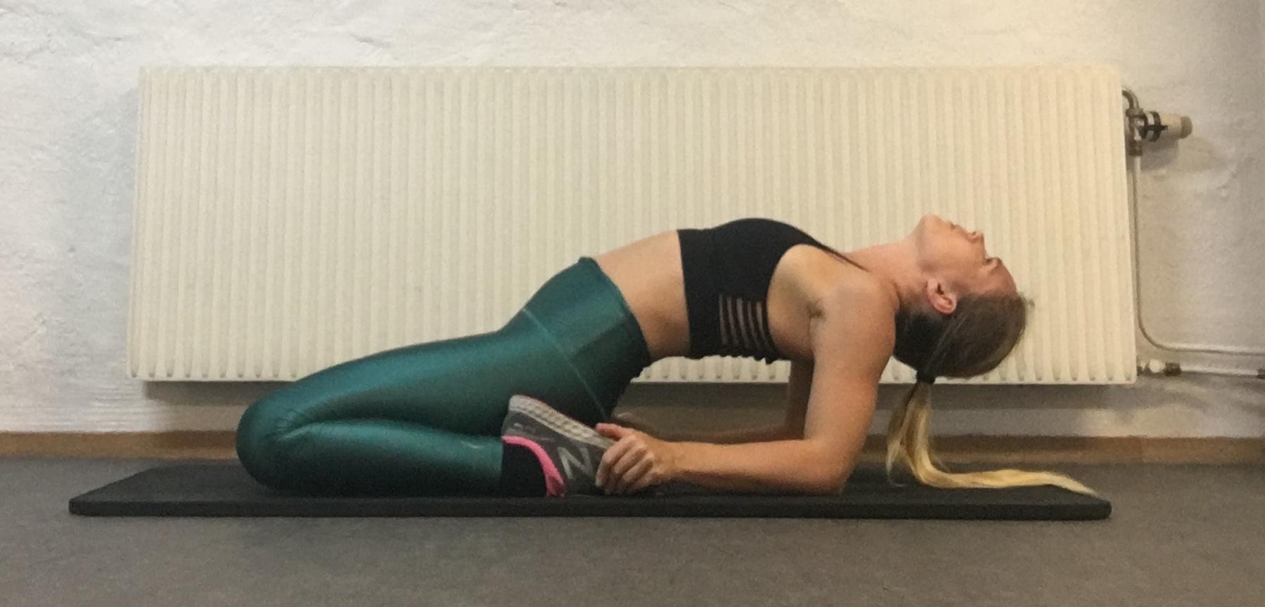 Sadeln yogaövning, yogaposition sadle