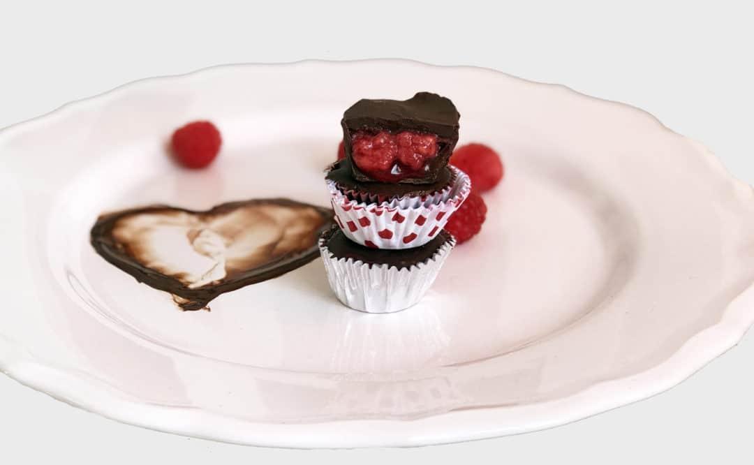 Recept nyttiga veganska chokladpraliner med hallonfyllning