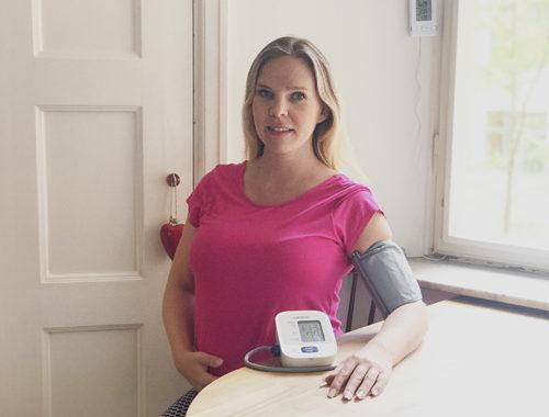 blodtrycksmätare test blodtrycksmätning Omron M2