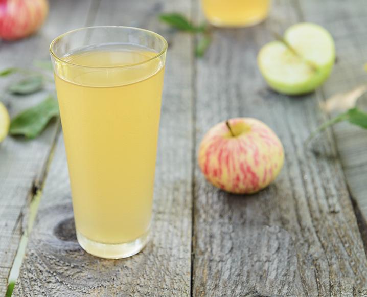 Drick äppelcidervinäger mot förkylning juice shot med äpple