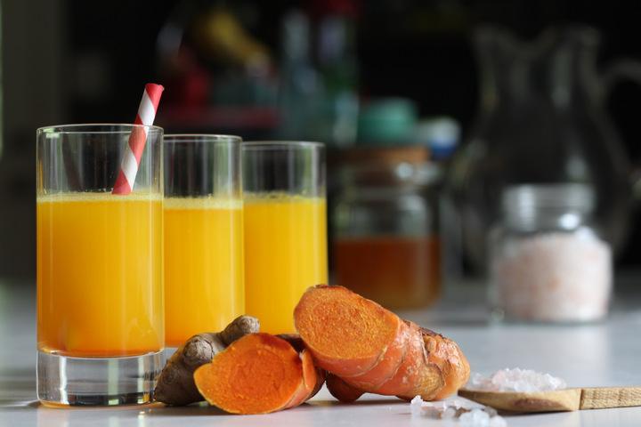 Juice shot med ingefära och gurkmeja mot förkylning och immunförsvar