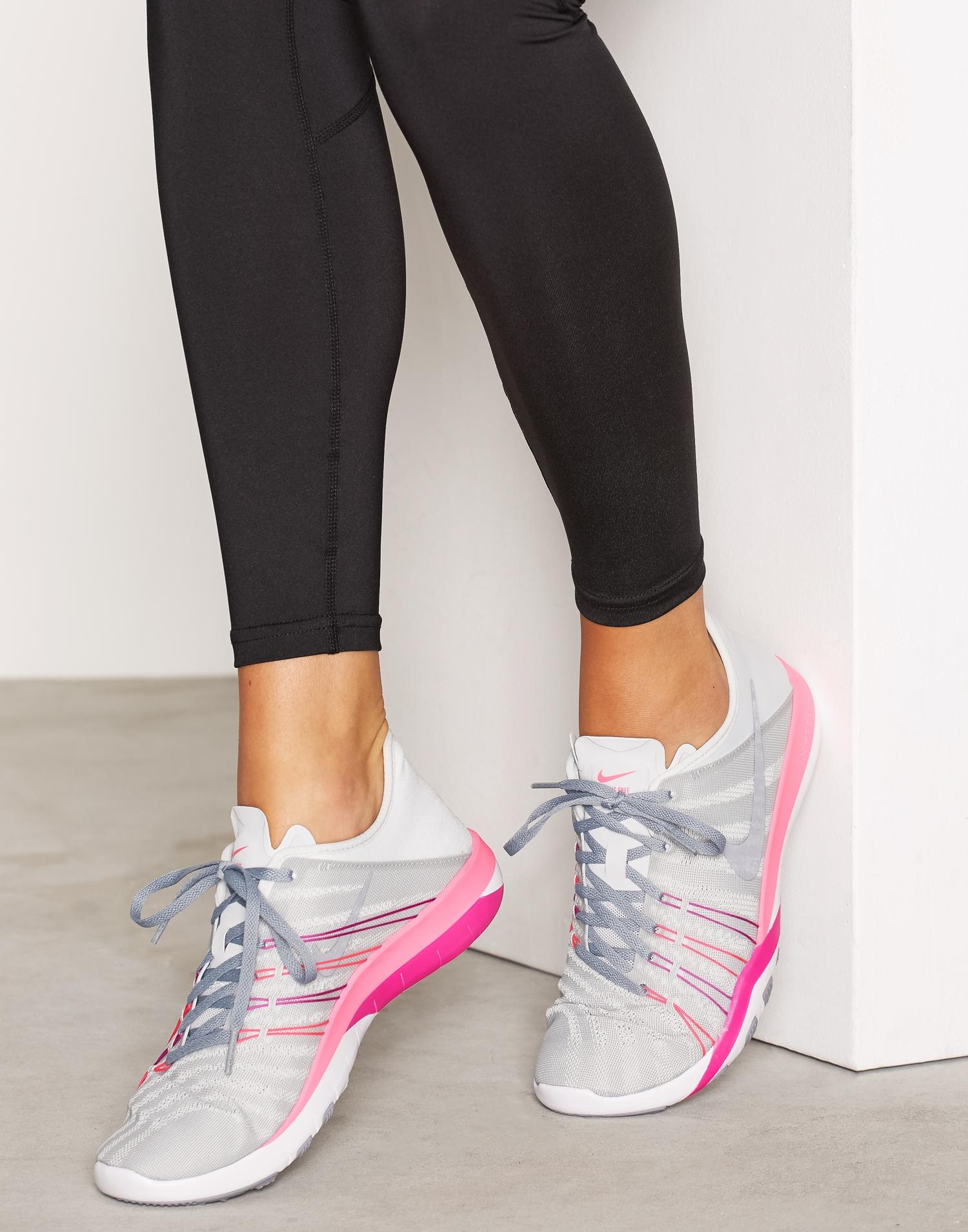 Rosa och vita Nike Free träningsskor, löparskor, sportskor, springskor