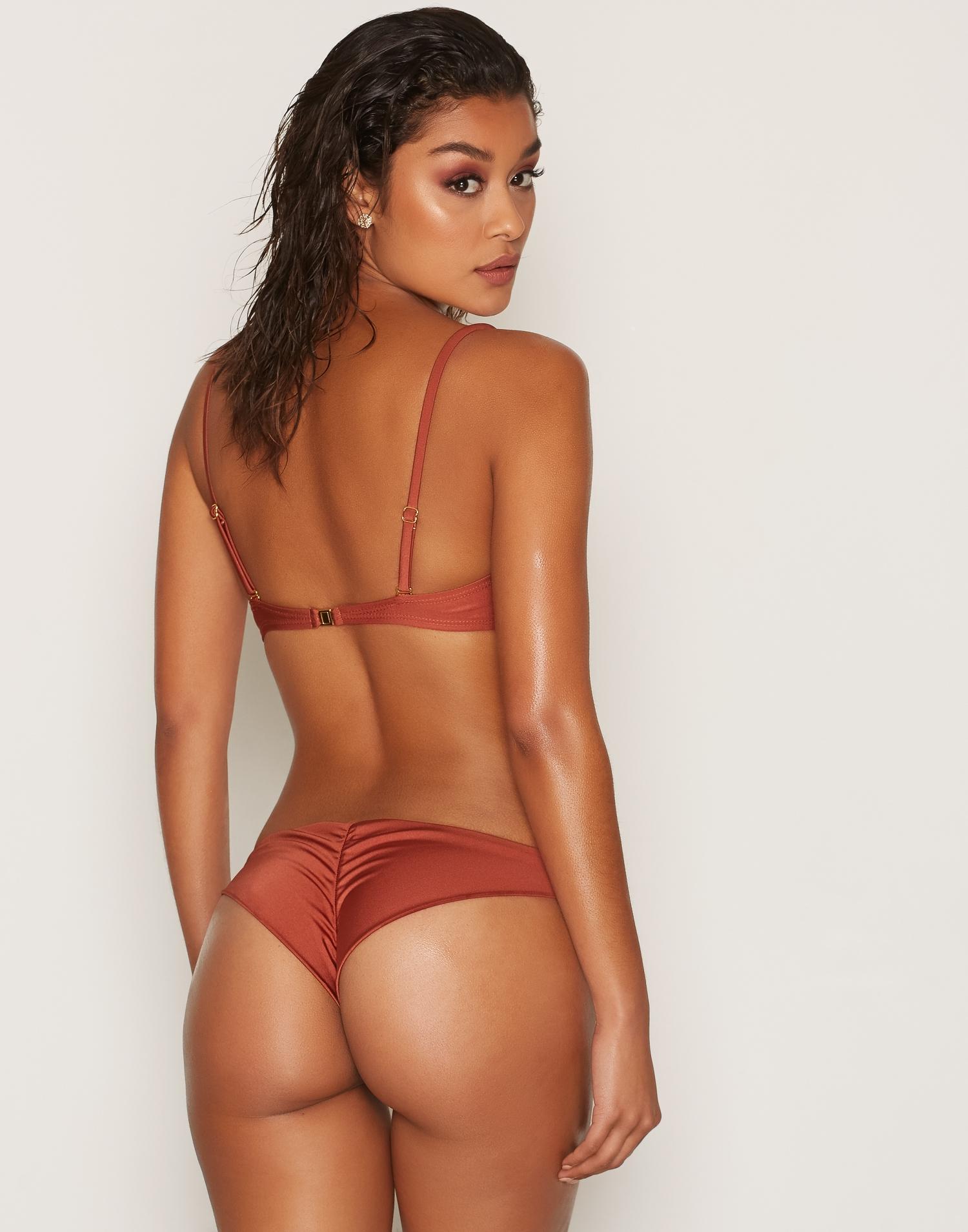 Snygg brasiliansk bikini scrunch butt