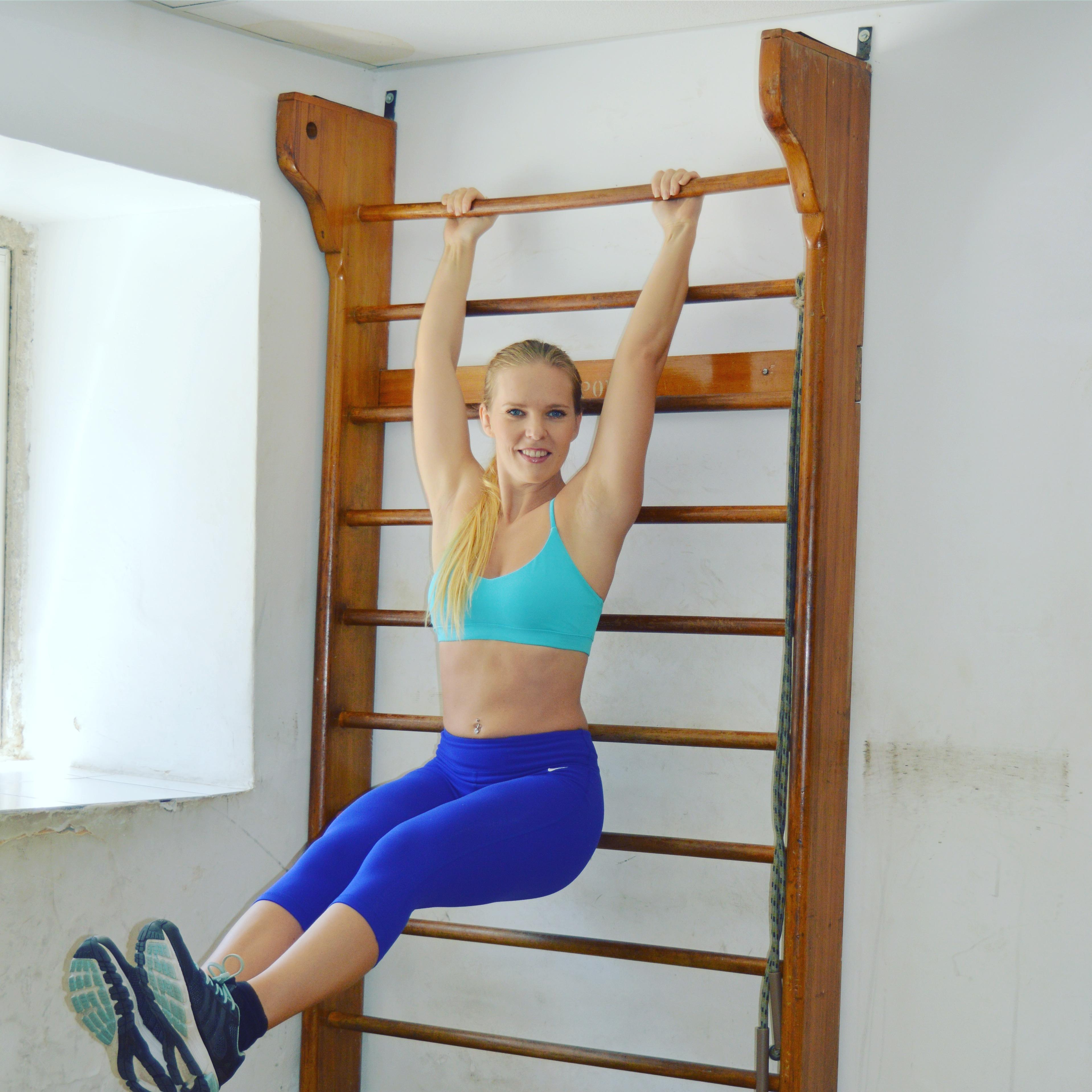 Vältränad mage med magrutor, benlyft i ribbstol