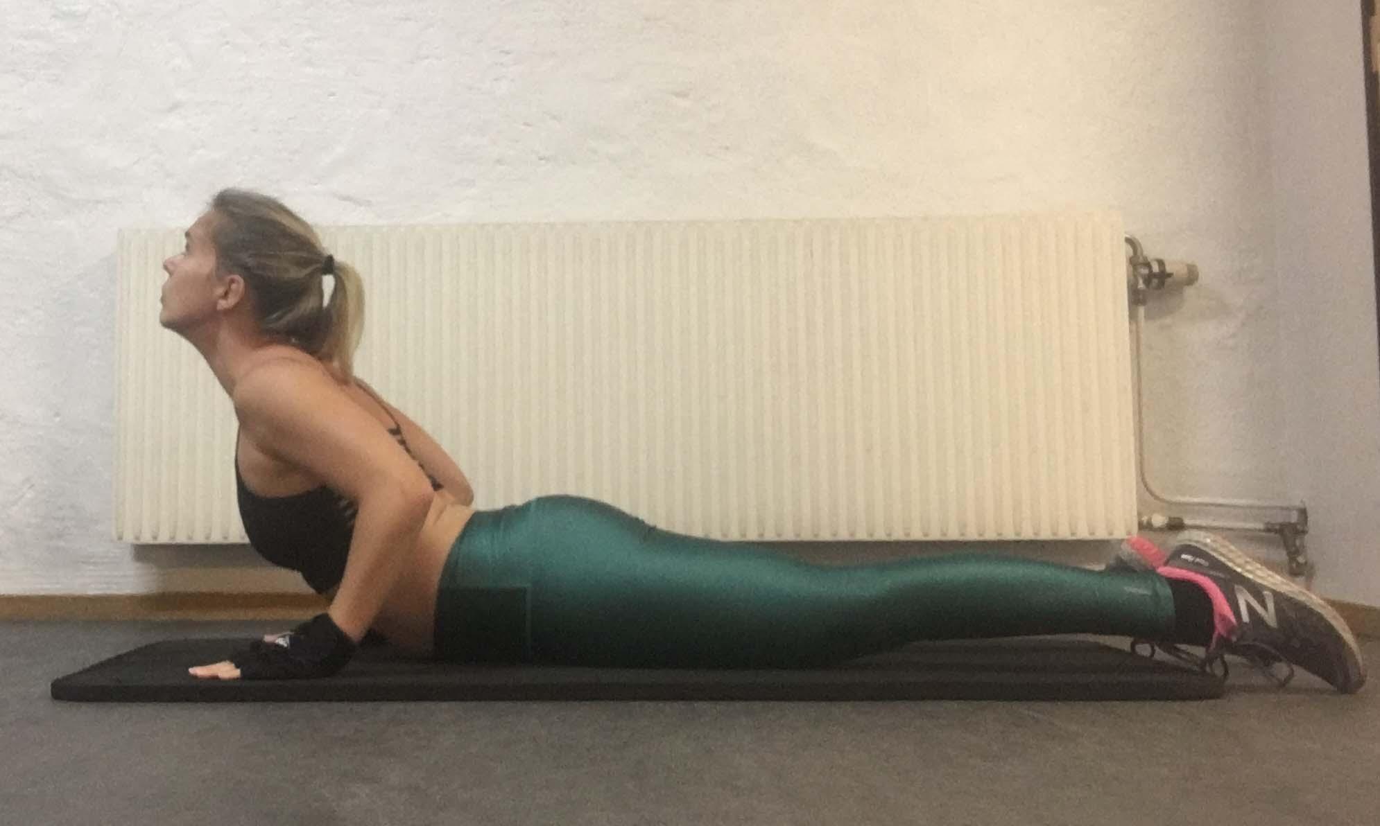 Kobran yogaposition yogaövning yoga kobra, halv kobra