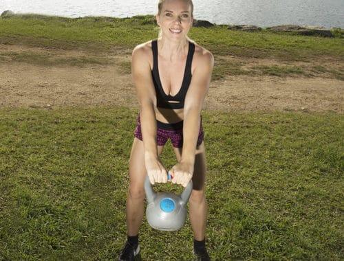 Kettlebellsövningar, kettlebell övningar, övningar med kettlebells för hela kroppen, rumpa, ben, armar, rygg.