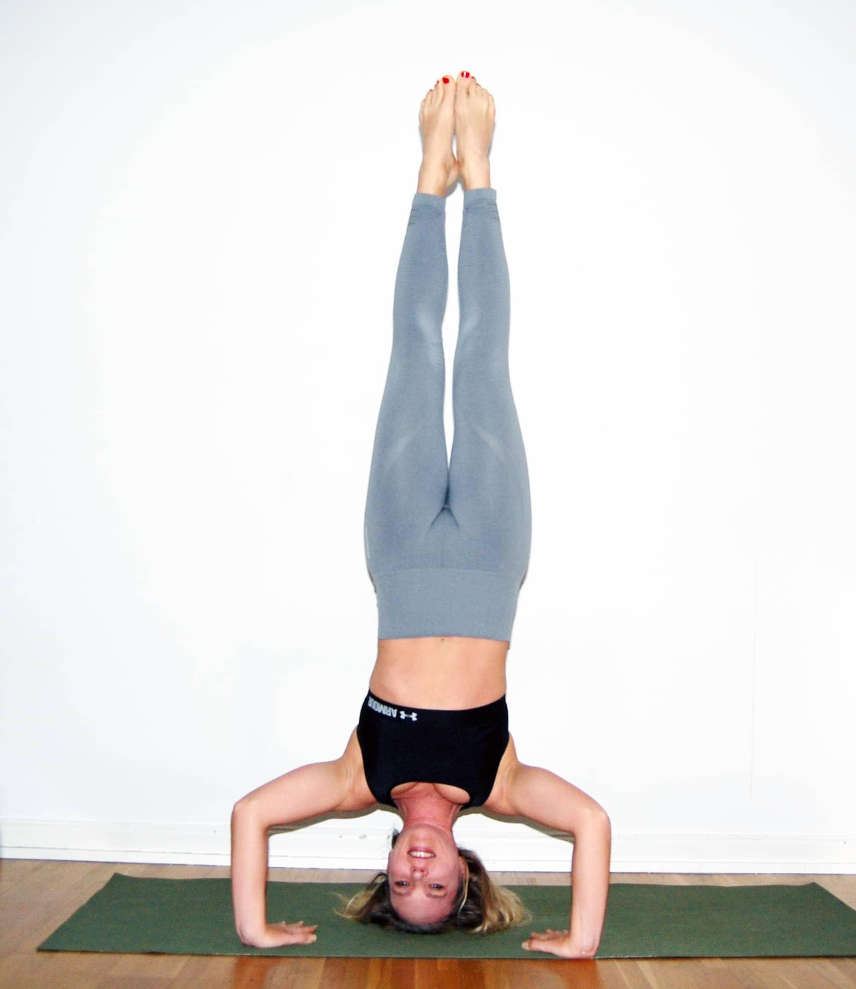 Jade harmony yogamatta. Yoga huvudstående teknik stå på huvudet