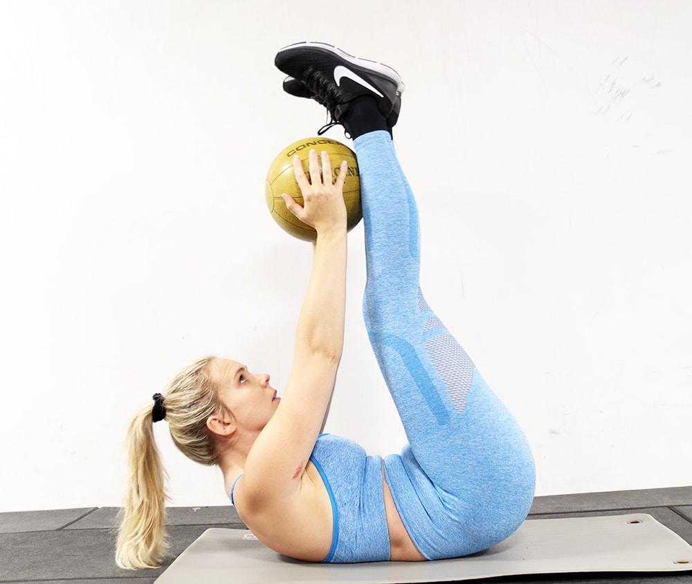 liggande benlyft övning medicin boll