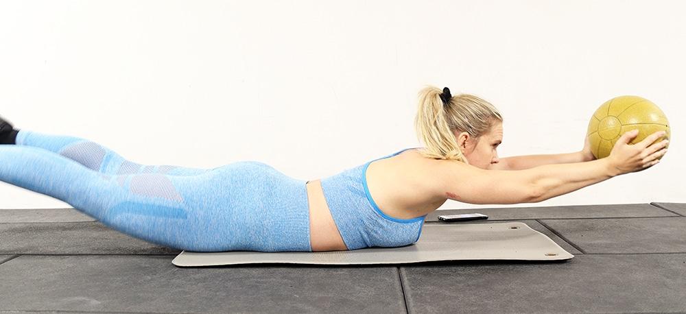 övning med medicin boll för magen