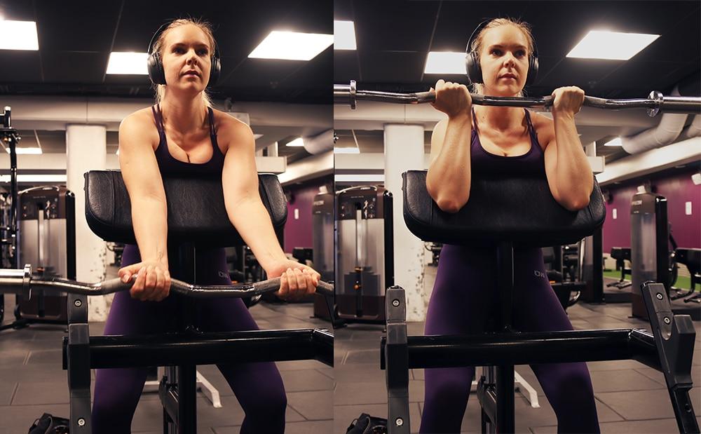 biceps övning stång gymmet