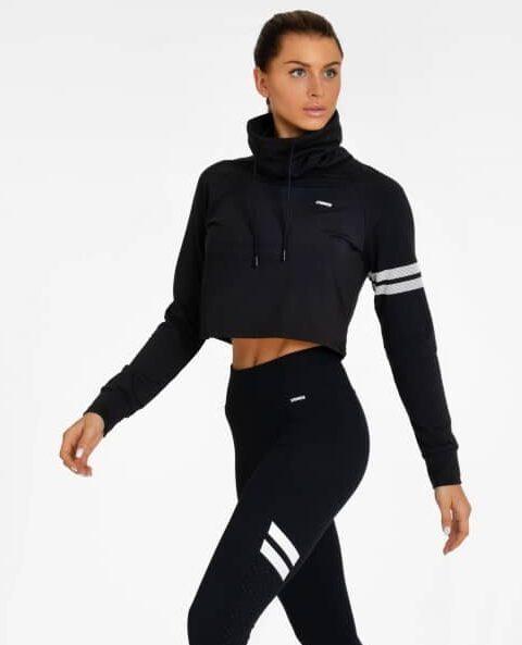 svart cropped hoodie stronger