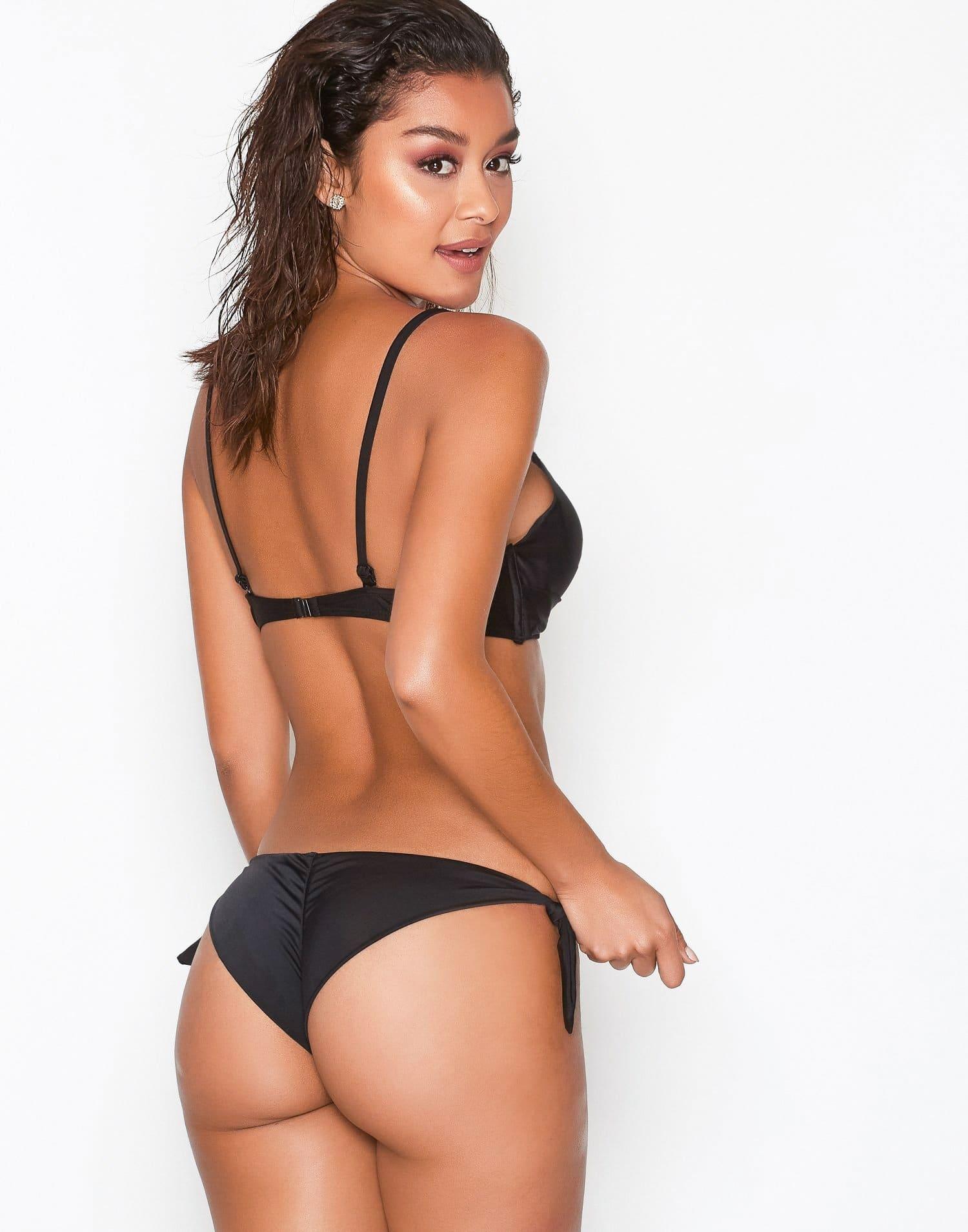 svart bikinitrosa med scrunch