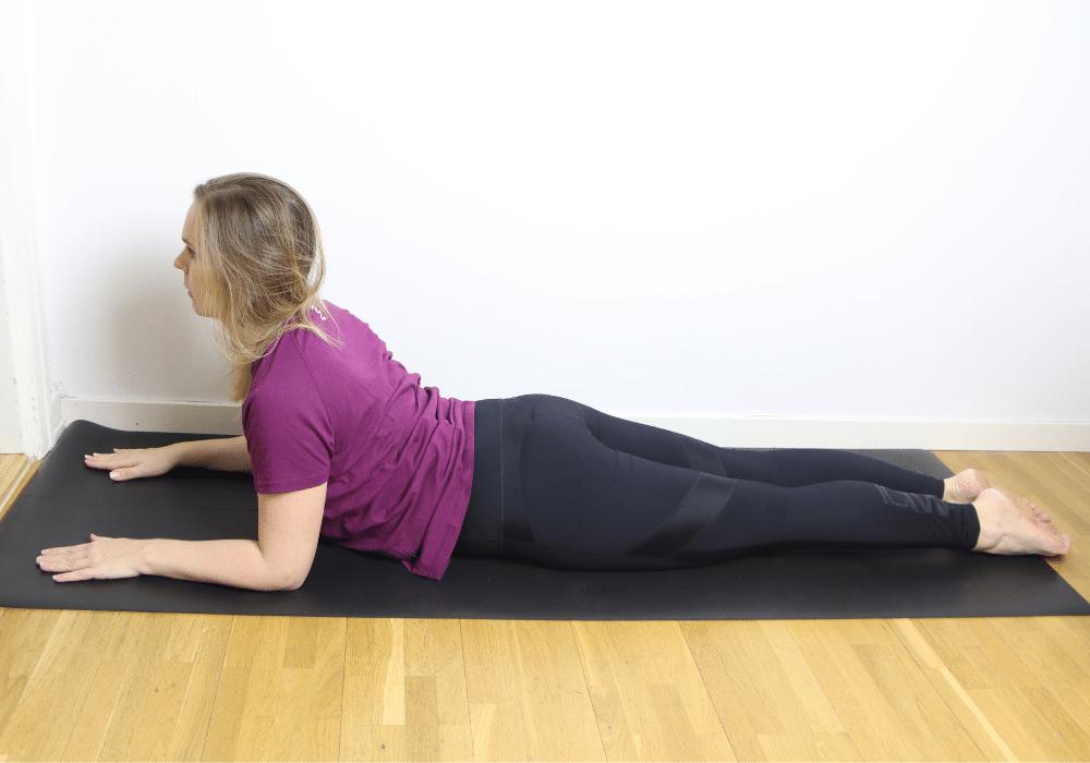 Sphinx yoga stretch rygg övningar stel i ryggen