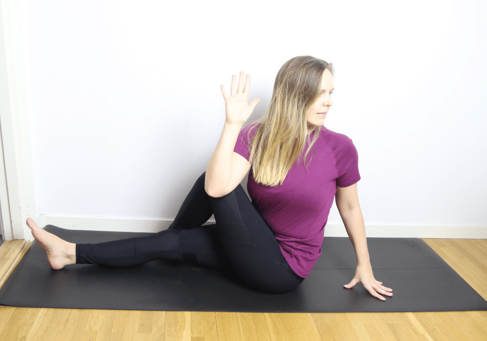 Vridning av ryggen stretch yoga twist