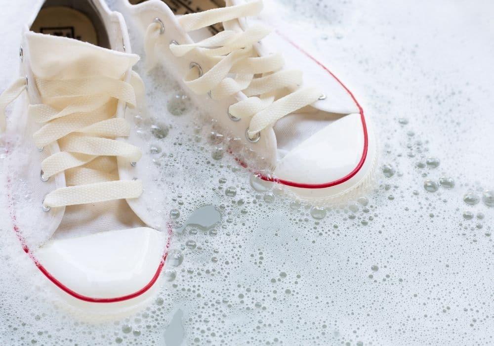Husmorsknep rengöra vita skor husmorstips