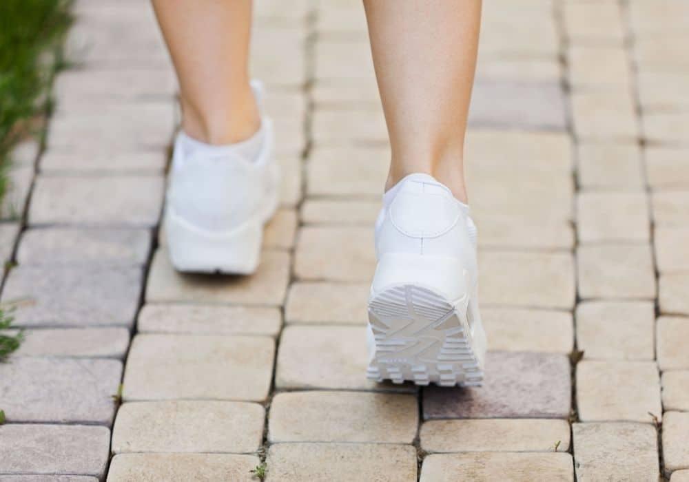 Rengöra vita skor i tvättmaskinen