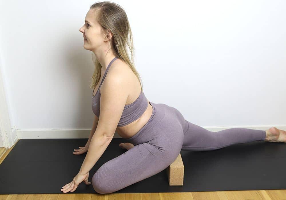 Duvan yoga position stretcha höfter