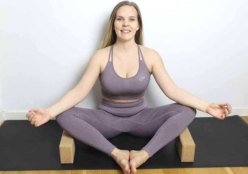 Yogaklossar övning stretcha insida lår