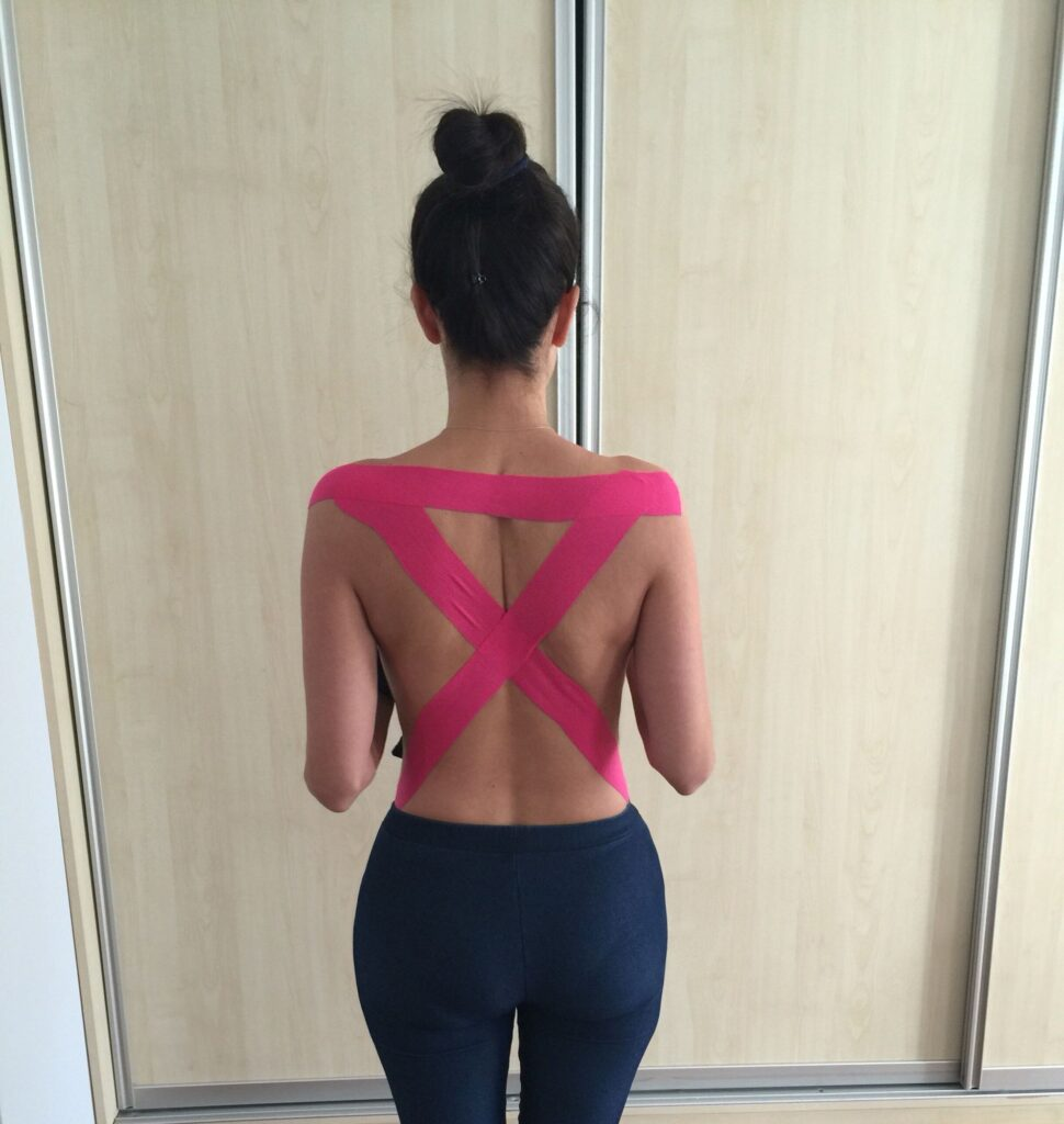 Tejpa ryggen för bättre hållning
